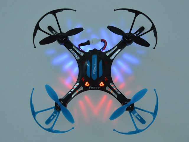 2 4GHz Sky King Helicopter Medium-sized R/C Quadcopter 3D